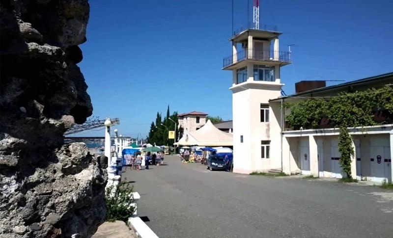 Абхазия, Набережная Диоскуров