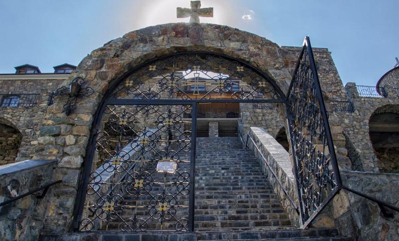 Ларнака, Монастырь Ставровуни