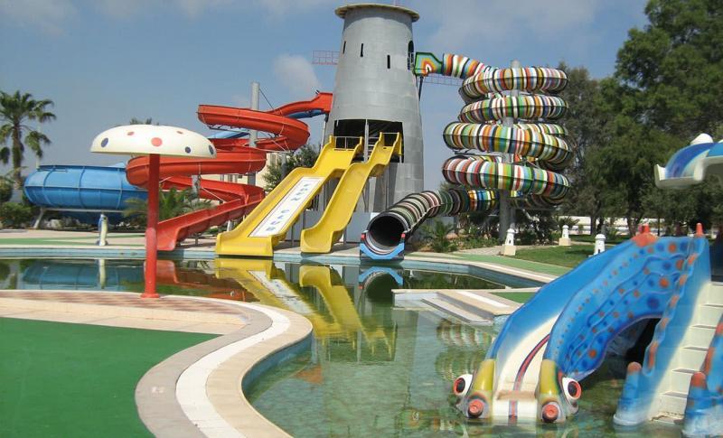 Монастир для детей, Водные аттракционы при отеле