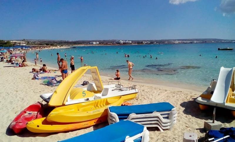 Чем заняться на Айя-Напе в августе, Пляж Макрониссос