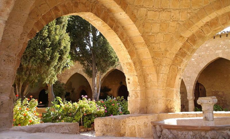 Погода на Кипре в мае - Айя-Напа, монастырь Айя-Напа