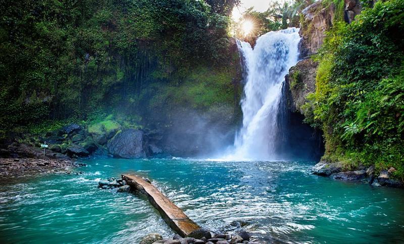 Бали, Посмотрите на многочисленные водопады
