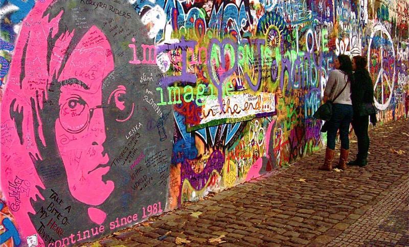 Прага, Стена Джона Леннона