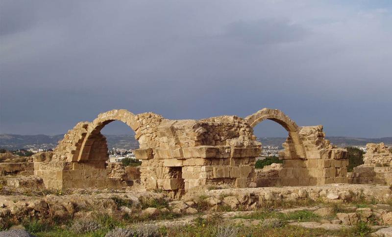 Пафос, византийская крепость Саранта Колонес