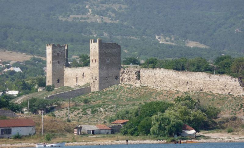Феодосия, Генуэзская крепость Кафа