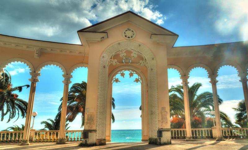 Абхазия, Гагрская колоннада