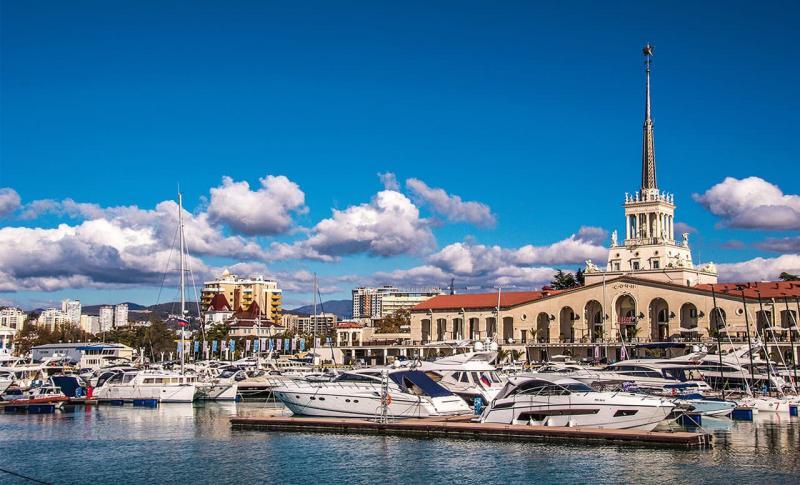Куда поехать отдыхать в августе - Сочи, Морской порт