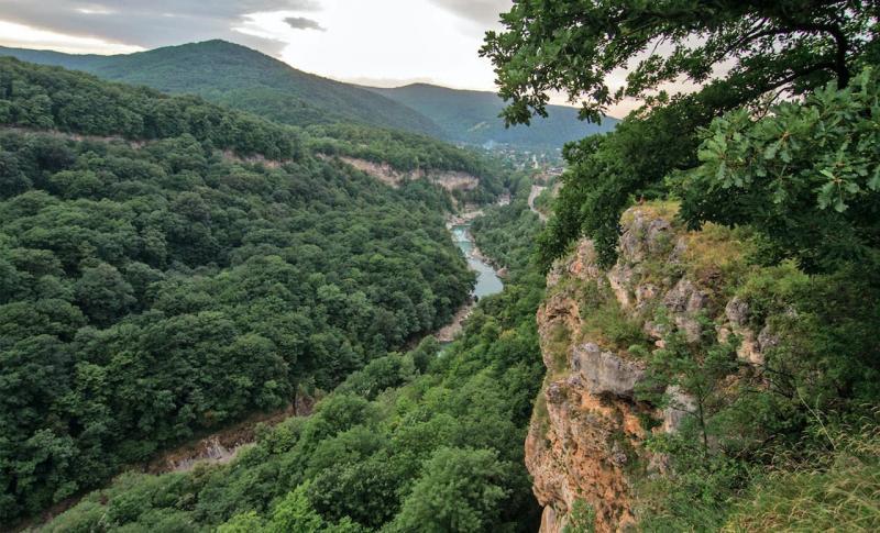 Адыгея, Вид на ущелье Мишоко