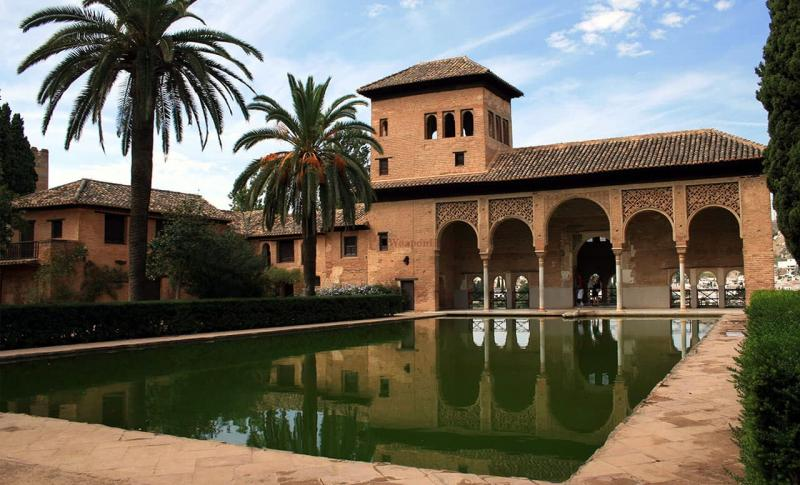 Испания, Мавританский дворец Альгамбра в Гранаде