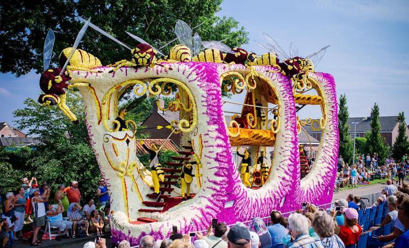 Нидерланды, Парад цветов Блюменкорсо