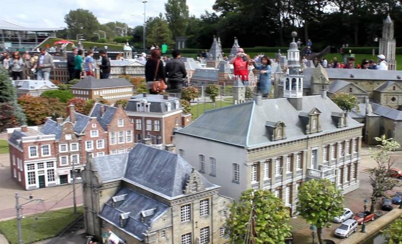 Нидерланды, Парк миниатюр Мадюродам в Гааге