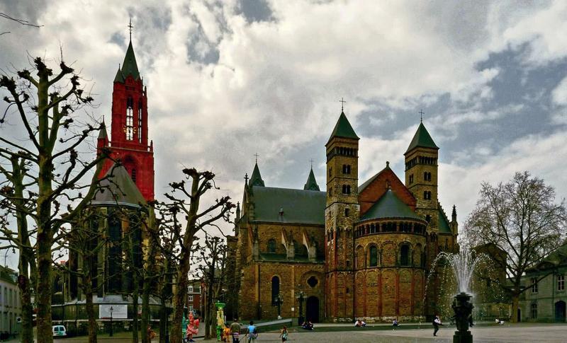 Нидерланды, Средневековая площадб Врейтхоф в Маастрихте