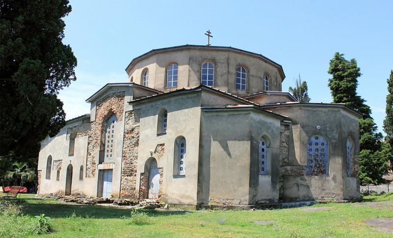 Чем заняться в Абхазии в мае, Драндский собор