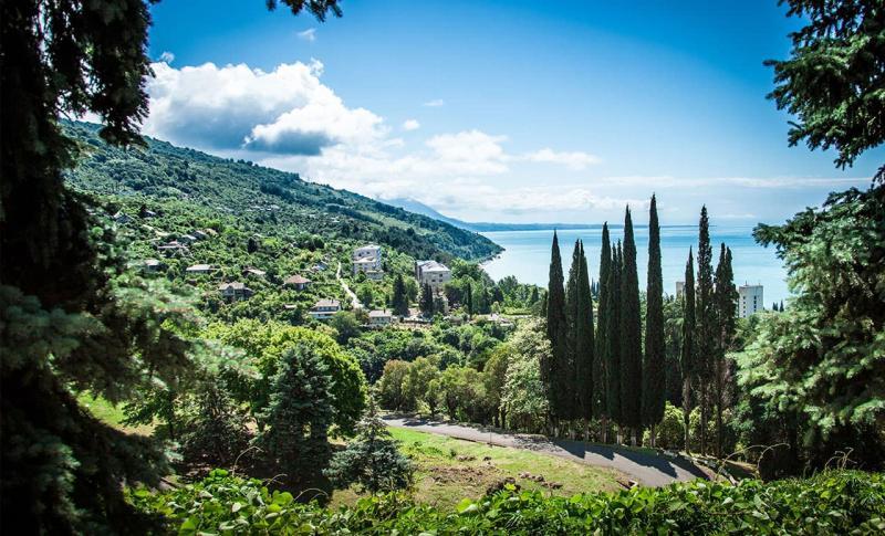 Чем заняться в Абхазии в мае, Прогулки по Абхазии