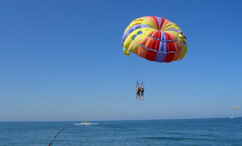 Чем заняться, Прыжки с парашютом над морем