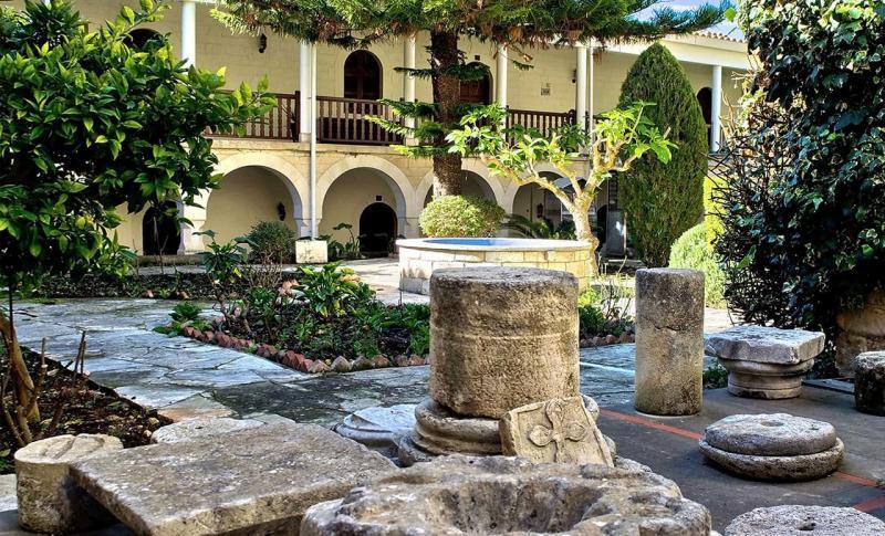 Пафос, Монастырь святого Неофита
